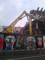 Fortis building being completely demolished before the rebuild... a graffiti wall is covering/flowering up. (Brussels solution?)